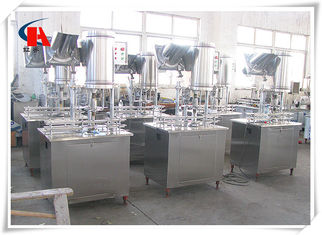 China Low Consumption Pure Water Filling Machine 3 In 1 Production Line Avoiding Second Pollution supplier